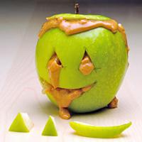 0908-snack-disturbing-apple