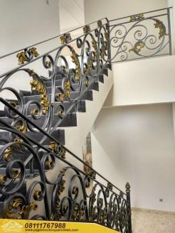 Railing Tangga Besi Tempa Klasik Mewah Modern (44)
