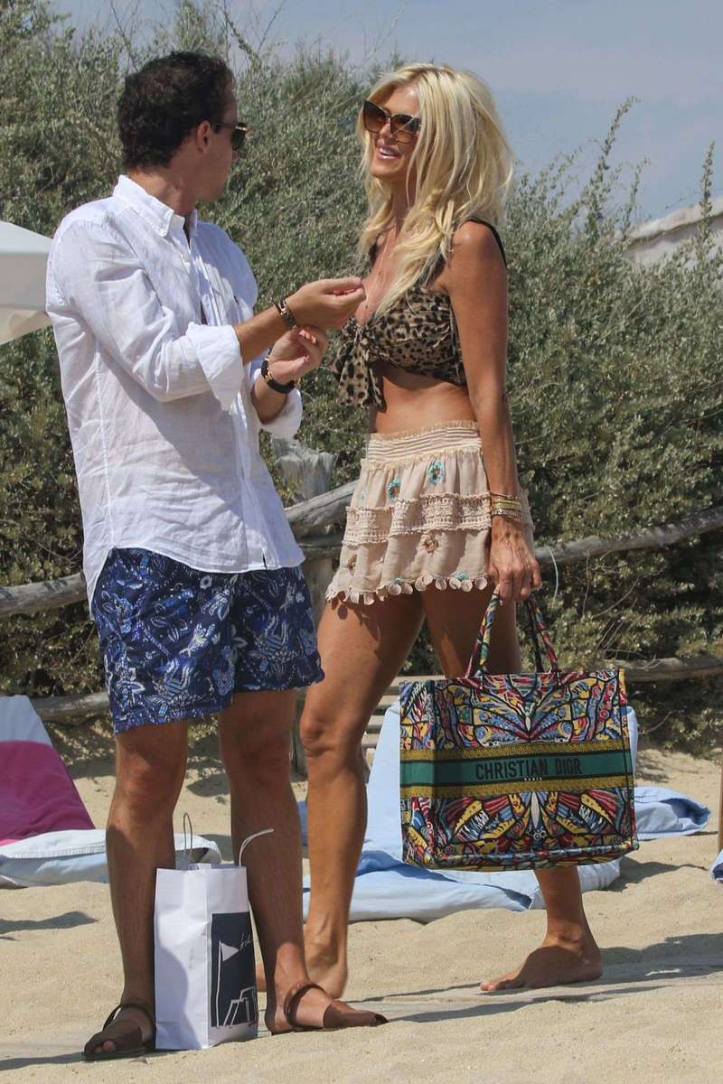 Victoria Silvstedt have lunch at the club 55 Saint Tropez