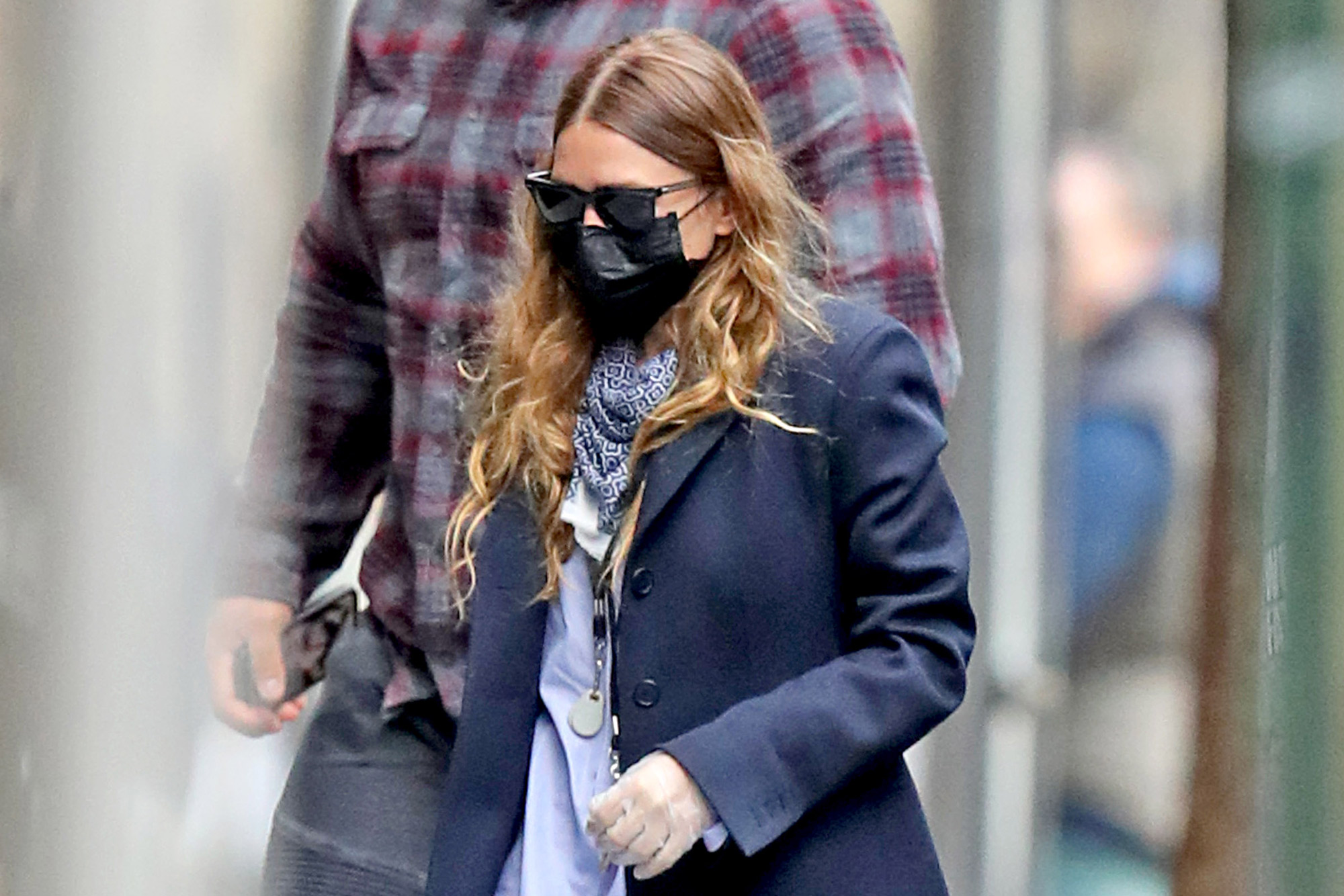 Ashley Olsen Seen In Nyc As Mary Kate Olsen Divorces Olivier Sarkozy