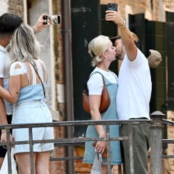 Katy Perry And Orlando Bloom Kiss While Taking Selfies In Italy