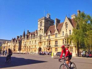 Oxford City - Oxford Dictionary: Photobomb