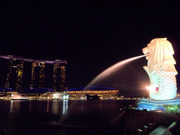 The Merlion and Marina Bay Sands hotel in Singapore, lit up at night