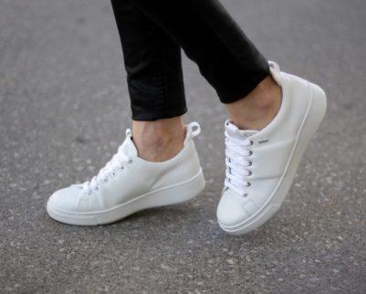 Menjaga warna putih pada sneaker
