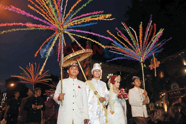 Pengantin Pegon Surabaya - cr: kompasiana