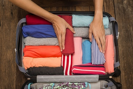 Tips Packing Pakaian Agar Koper Muat Lebih Banyak Saat Liburan
