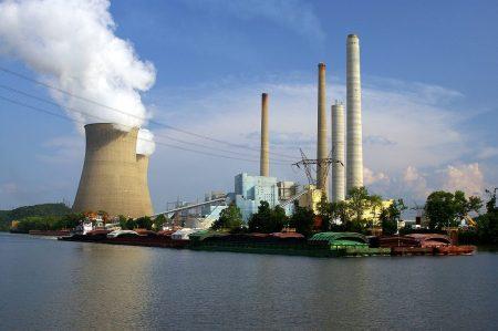 Nos últimos anos, o setor carvoeiro nos Estados Unidos vem sofrendo uma crise histórica, com a queda nos preços internacionais do produto, a maior disponibilidade de outras fontes como o gás de xisto, e restrições governamentais relacionadas à redução de emissões nas usinas termelétricas abastecidas com carvão (crédito: Wigwam Jones/Flickr - CC BY-NC-ND 2.0)
