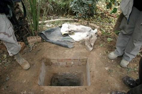 Namiq luego hizo un hueco -un pequeño búnker subterráneo - en una parcela de tierra en su granja, donde Saddam se escondió antes de ser capturado en diciembre de 2003