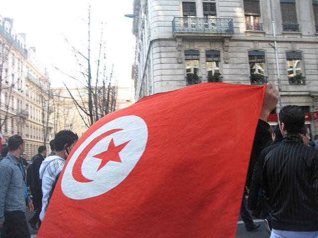 TUNISIA. Sospesa la democrazia, dilaga la crisi