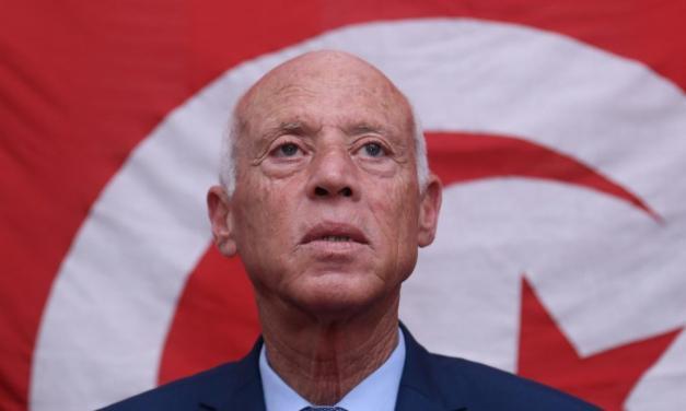 Tunisia. Il Presidente proroga i poteri speciali e si prepara a cambiare la costituzione