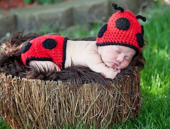 Ladybug Hat & Nappy Set
