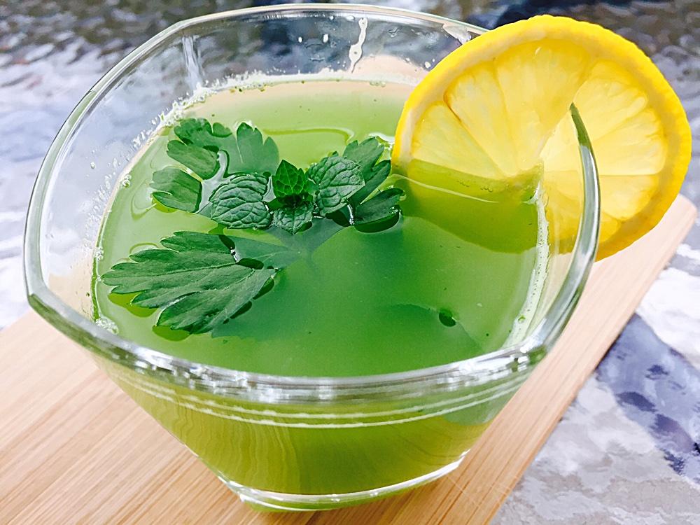 Băutură vitaminizantă cu pătrunjel și ghimbir