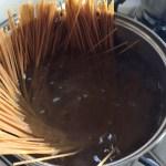 Spaghetti la fiert pentru rețeta de spaghetti cu piept de pui, bacon și broccoli