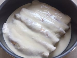 Clătite cu brânză dulce la cuptor înainte de a fi gătite