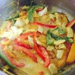 Paste cu pui, ardei gras și turmeric la gătit