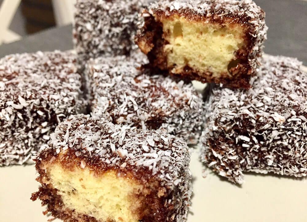 Prăjitura tăvălită cu nucă de cocos