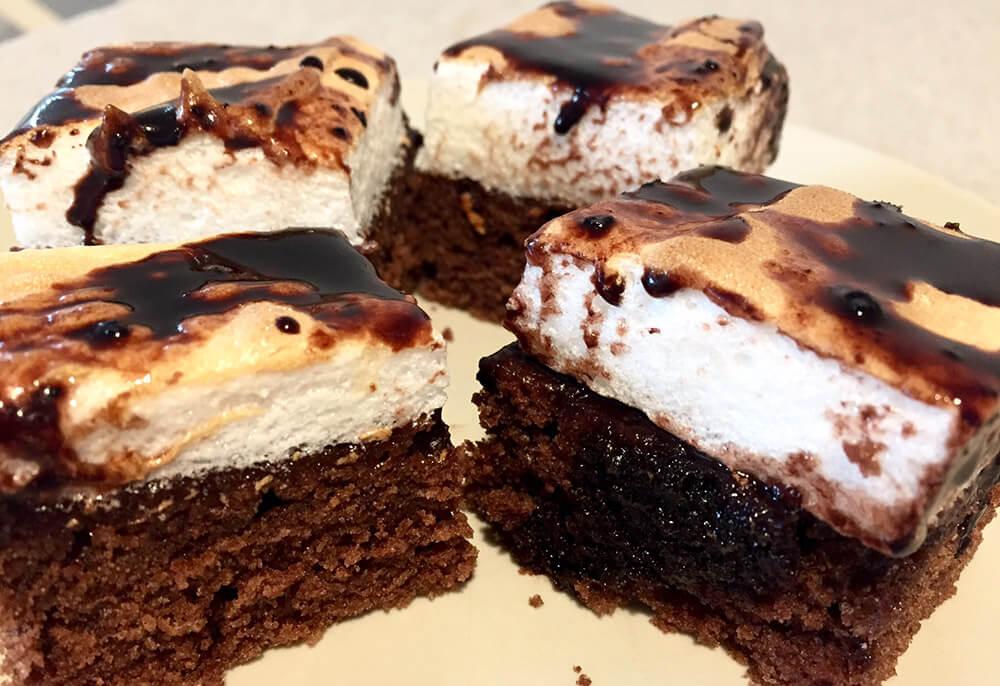 Prăjitura negresă cu bezea de ou și glazură