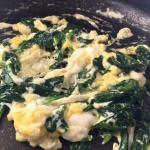 Omletă cremoasă pentru tortilla umplută cu ou și spanac