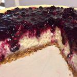 Cheesecake la cuptor cu fructe de pădure secțiune