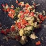 Legume călite pentru brioșe din ouă, legume și bacon la cuptor