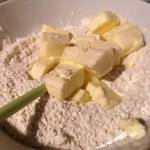Ingrediente pentru aluat plăcintă cu mere și scorțișoară