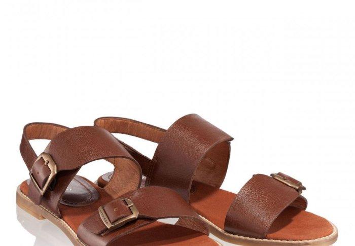 Se poartă argintiul – vezi aici avantajele unor sandale în această culoare