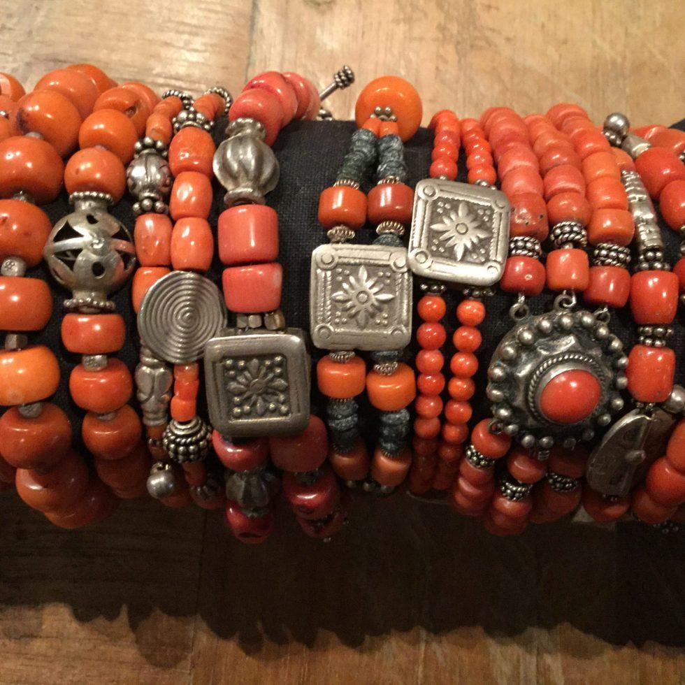 Rote Korallen Armbänder mit Silberperlen