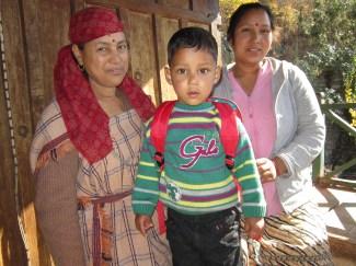 Ома Деви, ее невестка Манджу и внук