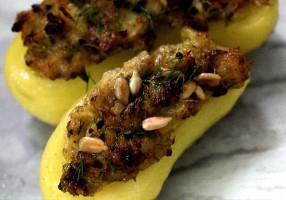 Cartofi umpluţi cu peşte afumat şi capere