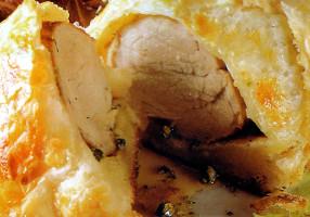 Muşchiuleţ de porc cu miere şi piper verde în aluat franţuzesc