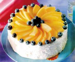 Tort de bezea cu pepene galben şi afine