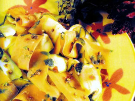 Dovlecei şi morcovi cu sos picant