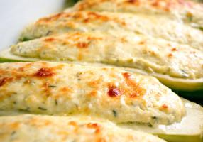 Dovlecei umpluţi cu brânză