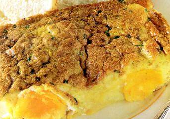 Ouă la cuptor cu sos de anchois şi lămâie