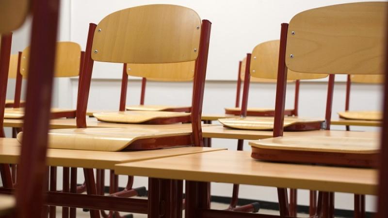 Menos de metade das vagas para professores foram preenchidas. Tutela contrata temporariamente e abre novo concurso