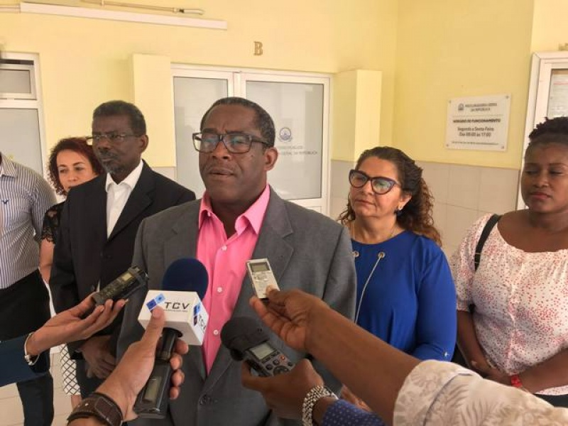PAICV entrega denúncia crime contra Câmara da Praia