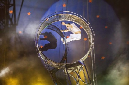 Acrobata do Le Cirque. Crédito: Luiz Fabiano / Comunnik.