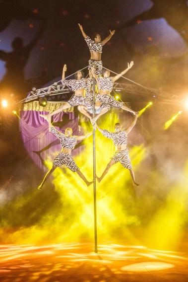 Acrobatas africanos do Le Cirque. Crédito: Luiz Fabiano / Comunnik.