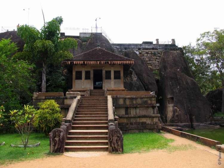 Анурадхапура монастырь