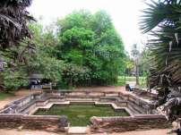 Один из знаменитых бассейнов Полоннарувы