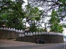 В Канди есть старинные городские стены