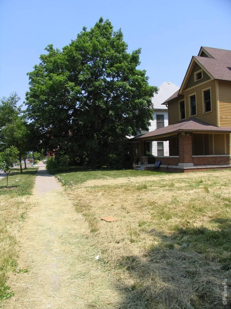 Индианаполис домик с лужайкой