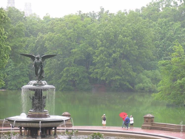 нью-йорк фонтан со статуей