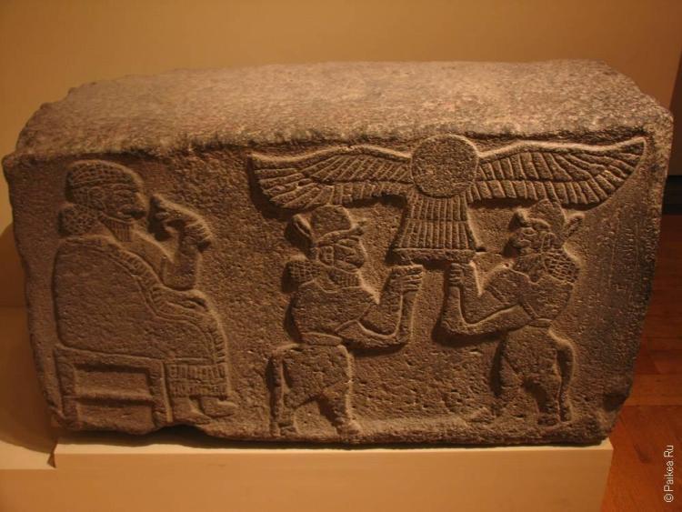 нью-йорк камень с рисунками на египетскую тему