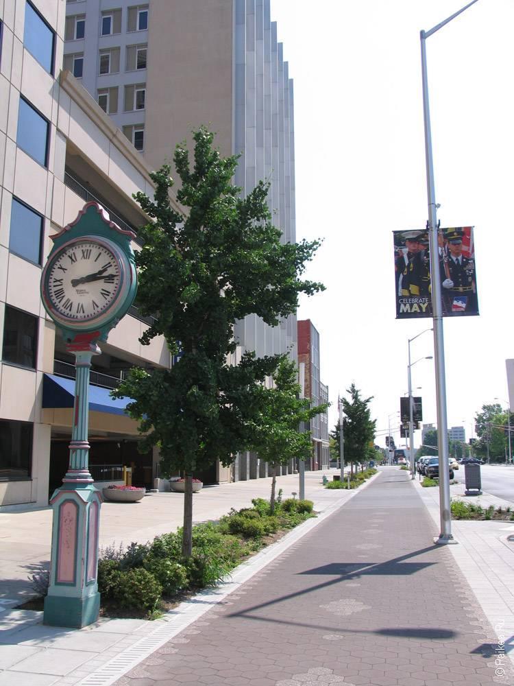 Индианаполис - Красивые уличные часы