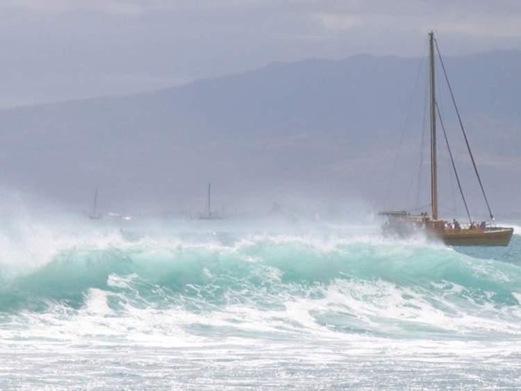 волна в тихом океане, оаху, гавайи