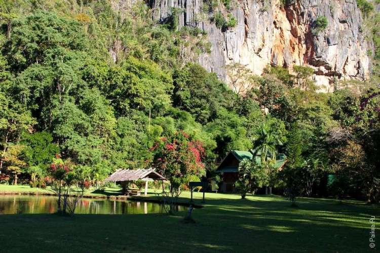 Монастырь Ват Там Вуа Таиланд