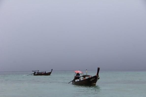 Лодки в море краби