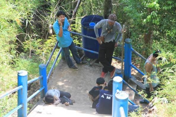 отдыхают на голубой лестнице
