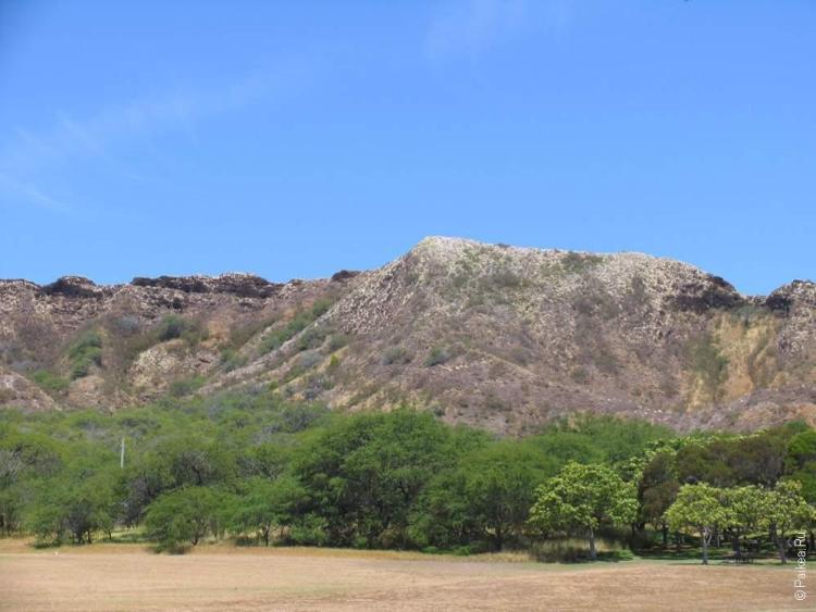 широкая воронка вулкана Даймонд Хэд
